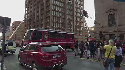 L'incendie du bâtiment de Johannesburg éteint avec succès
