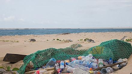 Nigerians take part in drive to clean up ocean on World Cleanup Day [No Comment]