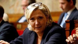 En France, la justice ordonne des examens psychiatriques à Marine Le Pen