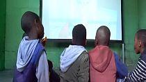 Afrique du Sud : des pauvres goûtent aux délices du cinéma grâce à l'énergie solaire