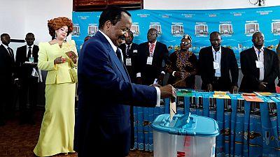 Présidentielle au Cameroun: le tapis rouge déroulé pour le vote de Paul Biya
