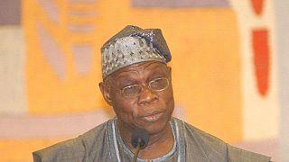 Nigeria : l'ancien président Obasanjo apporte son soutien au rival de Buhari
