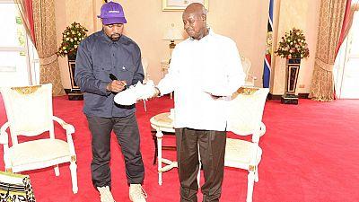 [Photos] Kanye West et son épouse Kim à la rencontre du président ougandais
