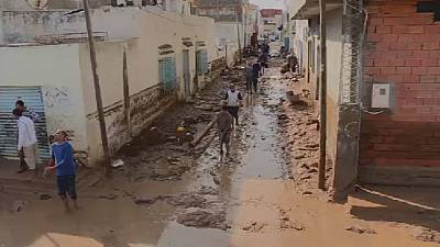 Tunisians wade through mud after floods