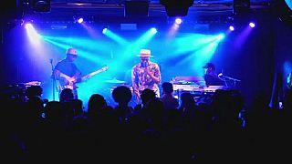 """Le musicien kényan, Blinky Bill, explique ce qui ne va pas avec le terme """"World music"""""""