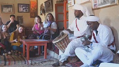 Au Maroc, les Gnawa célèbrent leurs ancêtres en musique