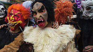 Maroc : au festival de Boujloud, peaux de mouton et masques pour se faire entendre