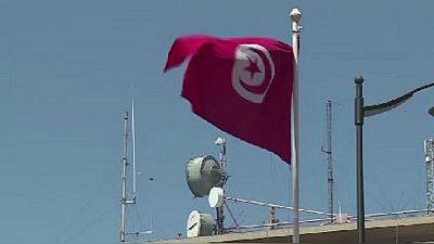 """Tunisie : remaniement ministériel pour """"sortir de la crise"""""""