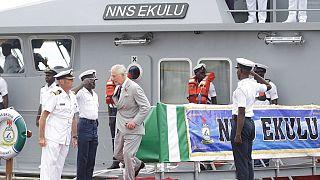 Le Prince Charles observe un exercice naval à Lagos