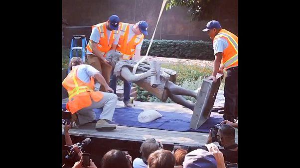 Ledöntöttek egy Kolumbusz Kristóf szobrot Los Angelesben