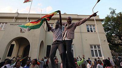 Un an après la chute de Mugabe, où va le Zimbabwe ?