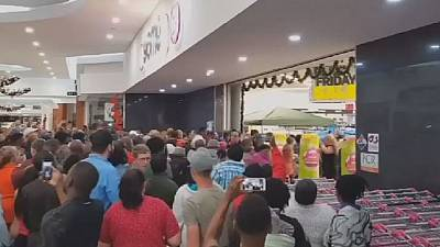 S.A: Crowds besiege shopping malls for Black Friday sales
