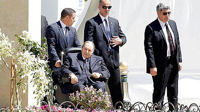 """En Algérie, Bouteflika s'en prend vertement aux """"prédateurs"""""""