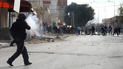 Nouveaux heurts nocturnes dans trois villes de Tunisie