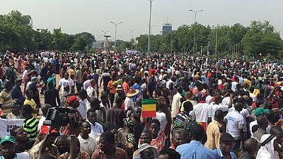 """Sénégal : des milliers de manifestants réclament une présidentielle """"transparente"""""""