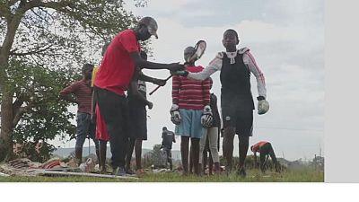 Ouganda : les jeunes s'initient à la crosse