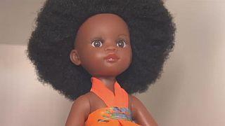En Afrique du Sud, des entrepreneurs promeuvent les poupées de couleur noire