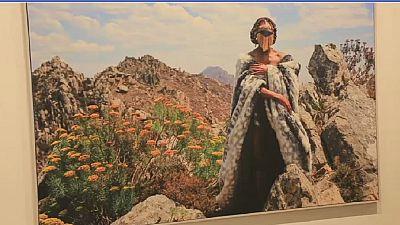 Une artiste sud-africaine fait des photos en s'inspirant de ses racines