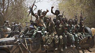 """Intervention militaire au Tchad: la France reconnaît avoir """"évité un coup d'Etat"""""""