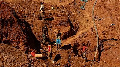Zimbabwe: plusieurs mineurs illégaux piégés après l'effondrement de deux mines