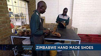 Zimbabwe : un atelier de chaussures atypique