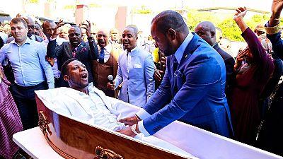 Afrique du Sud: une longue histoire de pasteurs controversés