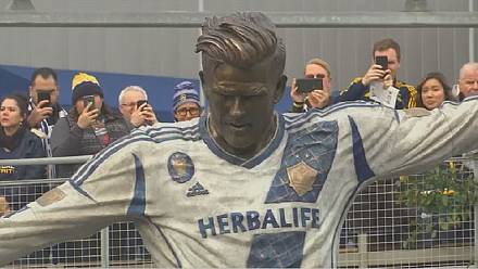 LA Galaxy unveils statue of David Beckham