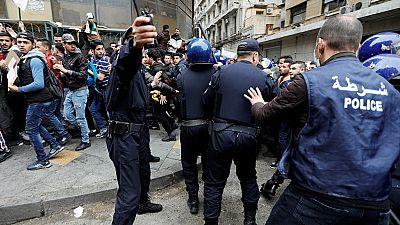 Trois semaines, mais les Algériens toujours mobilsés contre Bouteflika