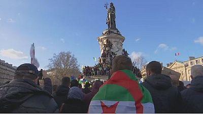 Des milliers d'Algériens manifestent à Paris