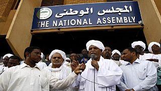 Soudan : l'état d'urgence réduit d'un an à six mois