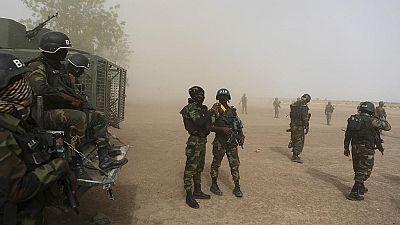 Cameroun-crise anglophone : l'armée apporte du réconfort aux déplacés