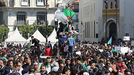 Les Algériens fêtent la décision de Bouteflika de renoncer à un 5e mandat [No Comment]