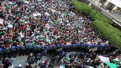 Algérie : les manifestations continuent malgré les mesures de Bouteflika [Vidéo]
