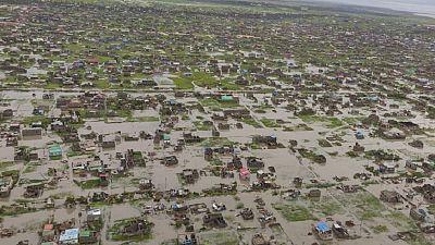 """Cyclone Idai : le bilan s'alourdit, Beira """"endommagée ou détruite à 90 %"""" (Croix-Rouge)"""