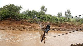 Le Zimbabwe enterre les victimes des inondations