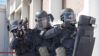 Un Italien d'origine sénégalaise prend des collégiens en otage