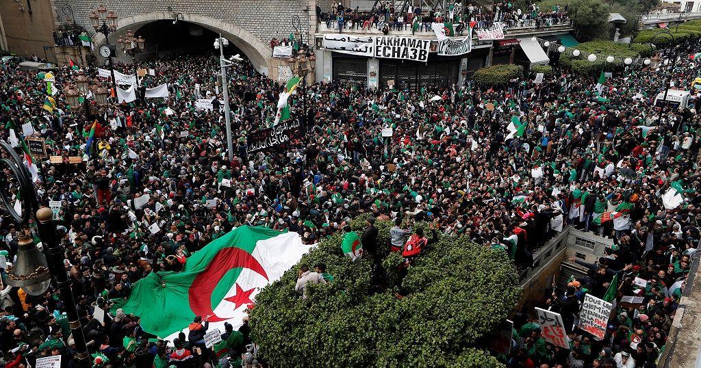 Algeria: Thousands defy rains in fresh push for Bouteflika to resign