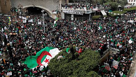 Algeria: Thousands defy rains in fresh push for Bouteflika to resign