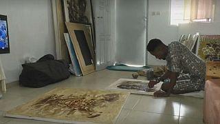 Un artiste ivoirien introduit du café et du cacao dans ses œuvres d'art [No Comment]