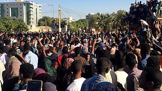 Quand le départ de Bouteflika revigore les manifestants soudanais
