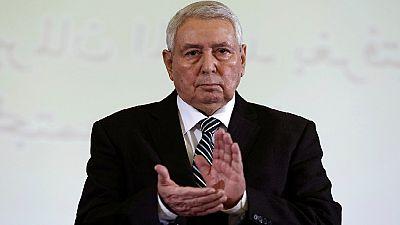 """Algérie : le président promet un scrutin """"transparent"""""""