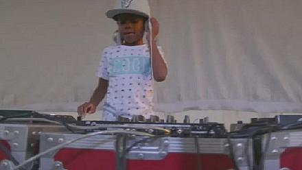 Six year old DJ thrills crowd in South Africa [No Comment]
