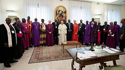 Pope Francis Stuns Social Media Kneeling, Kissing South Sudanese Leaders' Feet