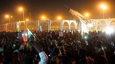 Les manifestants soudanais bravent le couvre-feu