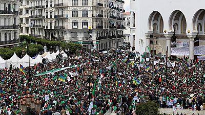 Algérie : nouvelle déferlante de manifestants dans le centre d'Alger