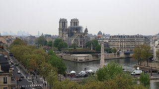 Incendie de Notre-Dame : d'Elizabeth II à Poutine, les réactions continuent d'affluer