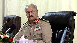 Libye : le gouvernement de Tripoli émet un mandat d'arrêt contre Haftar