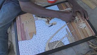 Cameroun : des artistes transforment la jacinthe d'eau en œuvre d'art