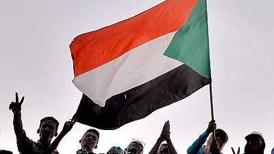 Video: Protestors defy orders to end sit-in at Sudan army headquarters