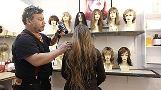 Face à la crise, les Vénézuéliennes commercialisent leurs cheveux